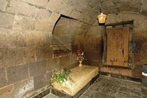 Մեսրոպ Մաշտոցի գերեզմանը Օշական գյուղի Սուրբ Մաշտոց եկեղեցում