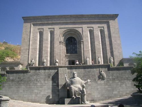Matenadaran: Yerevan Mesrop Maştots adıyla anılan Eski Elyazmaları Bilimsel Araştırmalar Enstitüsü