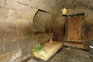 Oşakan köyünde bulunan Surp Maştots kilisesindeki Mesrop Maştots'un mezarı